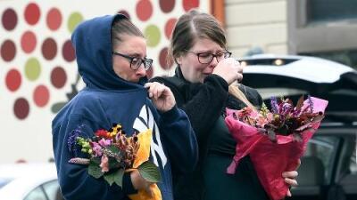Cuatro hermanas y dos recién casados, entre las víctimas del accidente mortal más grave en casi una década en Nueva York