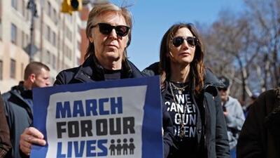 "Paul McCartney marchó contra las armas para recordar a John Lennon, su ""mejor amigo"" asesinado"