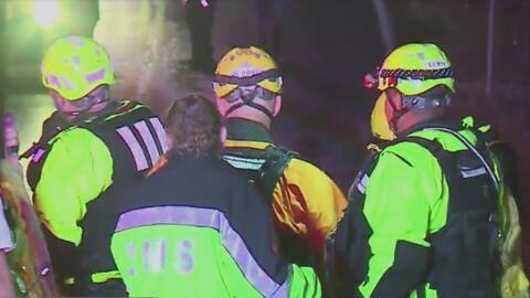 Autoridades rescatan a dos personas atrapadas por las inundaciones repentinas en Austin