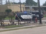 Llevan al hospital a dos trabajadores como precaución tras liberación de químicos en Texas City
