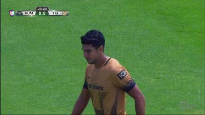 ¡Imperdonable, Eduardo Herrera falla un gol con la portería vacía!