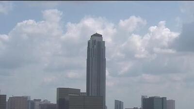 Cielos parcialmente despejados y temperaturas cálidas le esperan a Houston durante la tarde y noche de viernes