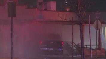 Una camioneta se estrella contra un restaurante y dos personas resultan heridas en Hawaiian Gardens