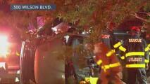 Rescatan a una mujer que quedó atrapada en su vehículo tras volcarse en una parada de autobús en San Antonio