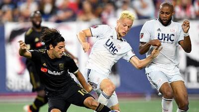 Vela sigue a un gol de hacer historia, Rossi anotó 'sin querer', y LAFC rompe racha de 'Revs'