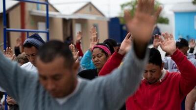 """""""Somos una mina de oro para el crimen"""": Los migrantes devueltos por EEUU a México, carne de cañón para los cárteles"""