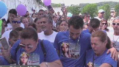 Amigos y familiares le dan el último adiós a Yomaira Hernández