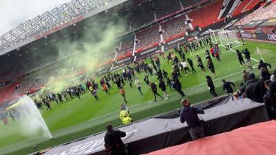 Aficionados de Manchester United ingresan a Old Trafford como protesta  contra familia Glazer | Deportes Premier League | TUDN Univision