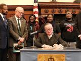 Alcalde Kenney firma tres proyectos de ley para restringir la venta de productos de vapeo y tabaco en Filadelfia