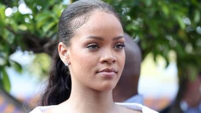 Rihanna Clears Up The Beyoncé Feud Over The Grammys