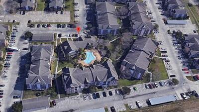 Hallan a un niño autista ahogado en una piscina en Texas City minutos después de reportarlo como desaparecido