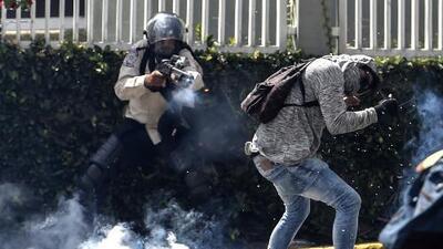 """""""Le pedí a los guardias que me mataran para que no me pegaran más"""": las torturas que sufren los detenidos por protestar en Venezuela"""