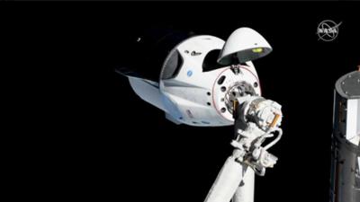Dragon, la cápsula de tripulaciones de SpaceX llegó este domingo a la Estación Espacial Internacional