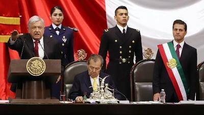Esto es lo que revela el lenguaje corporal de AMLO (y cómo Peña Nieto trataba de controlar sus nervios)