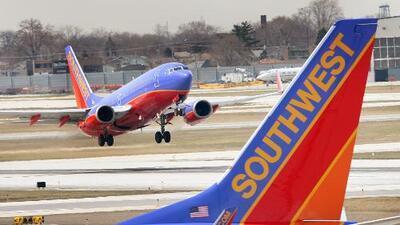 Azafata denuncia que dos pilotos de Southwest Airlines instalaron una cámara oculta en el baño de un avión