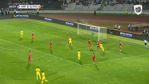 Sasa Lukic despeja el balón y aleja el peligro