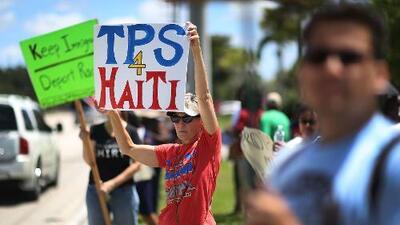 Activistas reaccionan al fallo de juez que bloquea la decisión del gobierno de Trump de cancelar el TPS