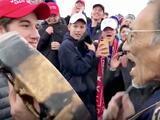 """""""Me paré entre ellos para orar"""": video completo muestra otra realidad sobre imágenes polémicas que se hicieron virales"""