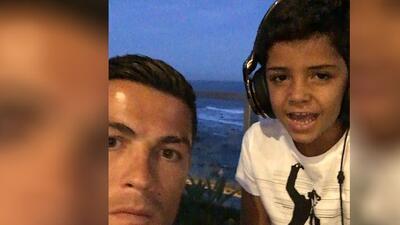 Hijo de Cristiano Ronaldo alborota las redes cantando canción de Nicky Jam