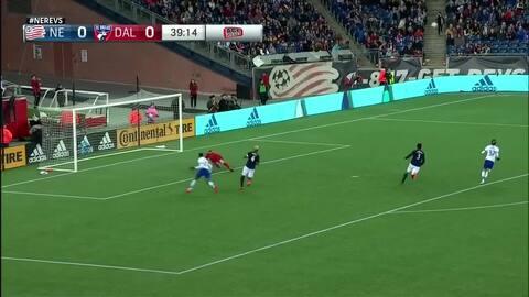 Matt Turner lo hace de bueno, ataja un cañonazo de Roland Lamah, New England 0-0 FC Dallas