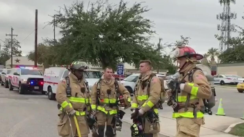 Bomberos logran combatir un incendio menor en San Antonio College - Univision