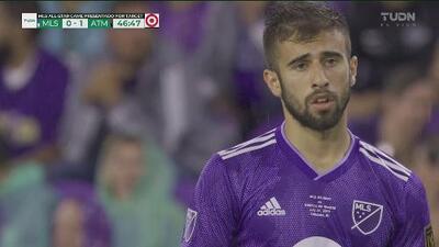 Diego Rossi estuvo muy cerca de empatar el partido con un peligroso remate de volea