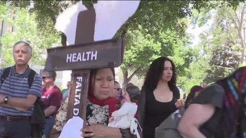 Activistas en San José protestan este Viernes Santo en contra de las políticas del presidente Donald Trump