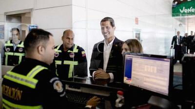 """""""Bienvenido presidente"""": así fue la llegada a Venezuela del mandatario interino Juan Guaidó (fotos)"""