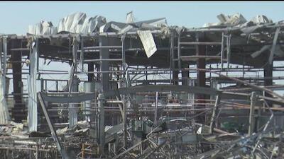 Mientras identifican a las víctimas fatales de la explosión en Waukegan, intensifican la búsqueda del último cuerpo atrapado