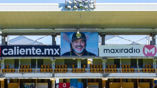 Dorados de Sinaloa rinde homenaje a Maradona