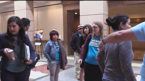 Llegan hasta el Capitolio texano para abogar por días pagados para todos los obreros