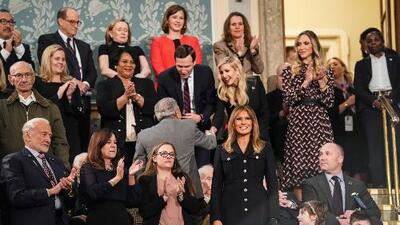 Melania Trump lleva tres años usando el color opuesto al que usan las demócratas