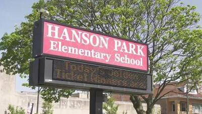 Más de 10 personas resultan afectadas por esparcimiento de gas pimienta en una escuela en el noroeste de Chicago