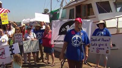 Activistas se reúnen en Los Ángeles para crear conciencia sobre la necesidad de tener paz en el mundo