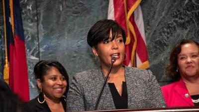 Alcaldesa Lance Bottoms responde a comentarista que comparó plataforma demócrata con la esclavitud