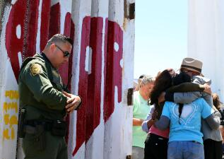 En fotos: Abren la frontera entre Tijuana y San Diego para que seis familias separadas vuelvan a abrazarse