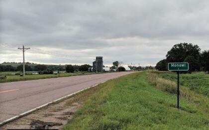 <b>1. Monowi, Nebraska.- </b>Es el municipio incorporado más pequeño del país y cuenta con un habitante, luego de que se convirtiera poco a poco en un lugar fantasma. Elsie Eiler es la única residente del lugar y tiene una pequeña cantina que a los turistas les gusta visitar.