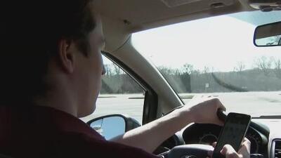 Esta ley aumentará las multas a quienes manejen y chateen al mismo tiempo en Illinois