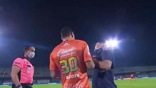 Rodolfo Cota fue a callar a la banca de Pumas tras gol del León