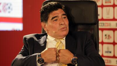 Diego Maradona presume sus mejores pasos de baile