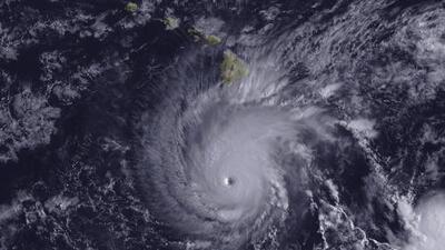 Los vientos del peligroso huracán Lane se acercan a Hawaii
