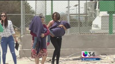 """Emma Coronel y sus gemelas visitan a """"El Chapo"""" en prisión"""