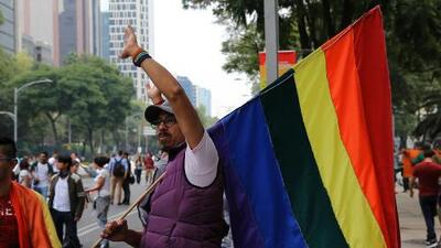 Dos Méxicos bajo el Ángel de la Independencia: detractores y favorables al matrimonio gay