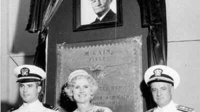 Por qué John McCain eligió ser enterrado en el cementerio de Annapolis y no en donde yacen sus ancestros