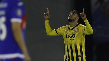 Cecilio Domínguez vuelve a salir de la banca y hace gol con Guaraní