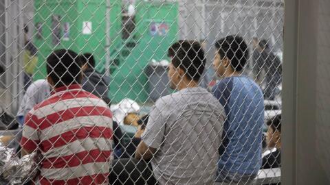 Centros de procesamiento de inmigrantes en la frontera están a su máxima capacidad, mientras Trump insiste en cerrarla