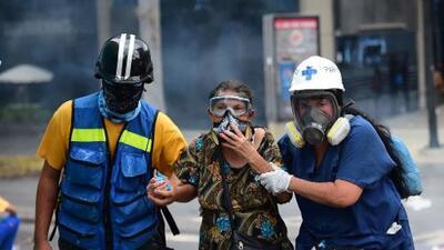 Desalojan a medio centenar de niños de un hospital de Caracas atacado durante violentos disturbios
