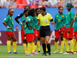 Insólita pataleta de Camerún en el Mundial de Fútbol Femenino por decisiones del VAR