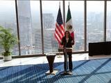 """La Casa Blanca """"está investigando"""" cómo una mujer pasó por reportera de Univision en la conferencia de Kamala Harris en México"""