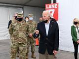 """""""No es el momento de relajarse"""", pide Biden tras visitar un centro de vacunación y a los afectados por la tormenta invernal en Texas"""